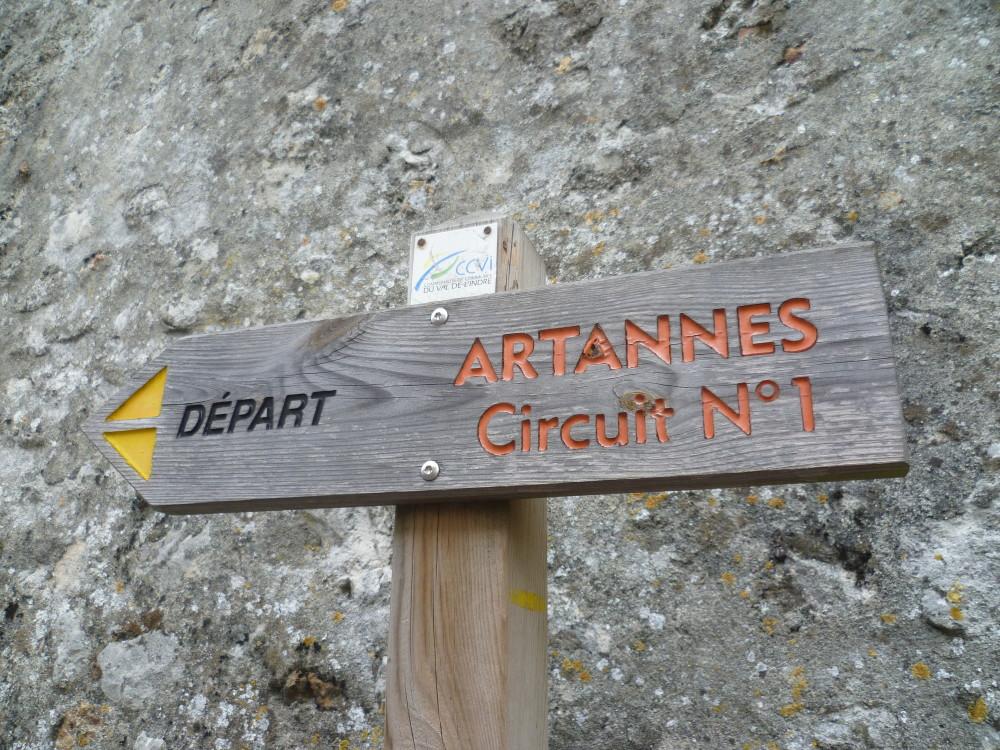 A10 Exit 24.1 Artannes-sur-Indre dog walk, France - Image 1