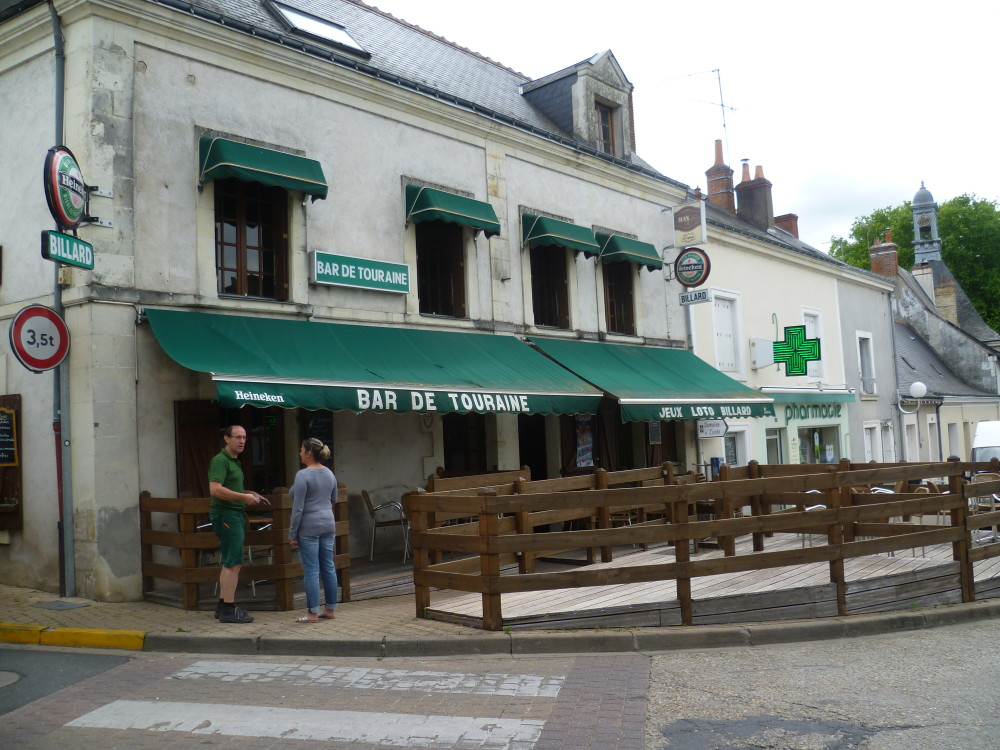 A10 Exit 24.1 Artannes-sur-Indre dog walk, France - Image 6