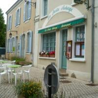 A11 exit 10 doggiestop near Malicorne, France - Image 5