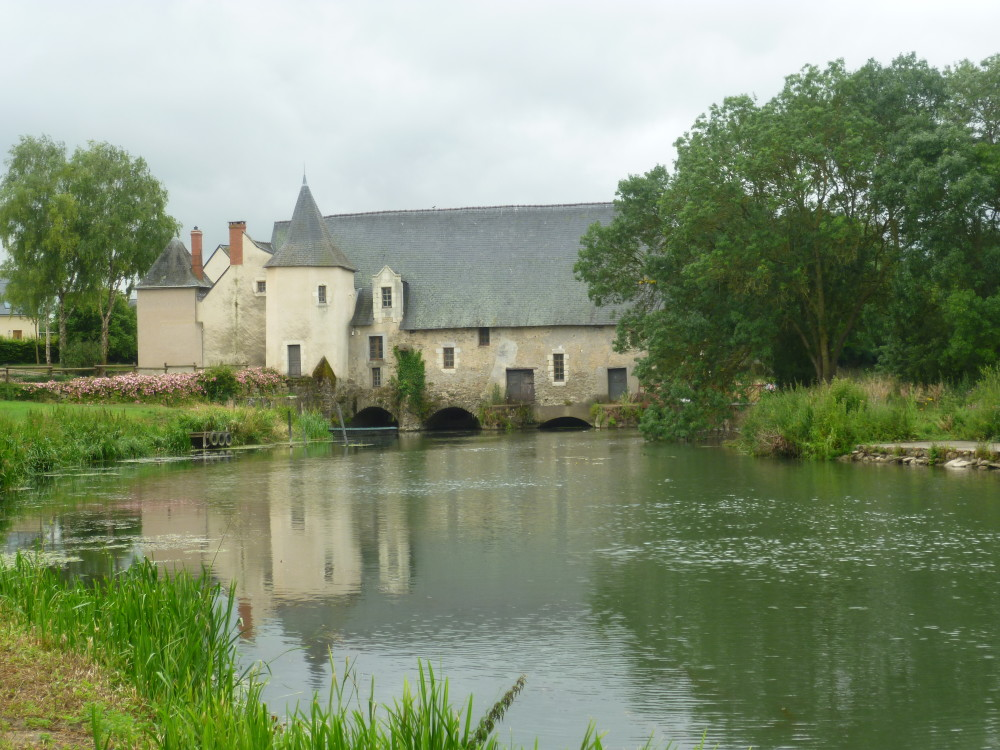 A11 exit 13 Loir riverside doggiestop, France - Image 3