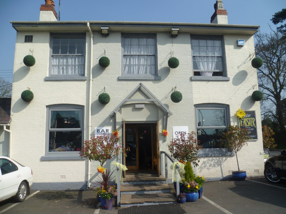 A46 near Alcester dog-friendly pub and dog walk, Warwickshire - Dog walks in Warwickshire
