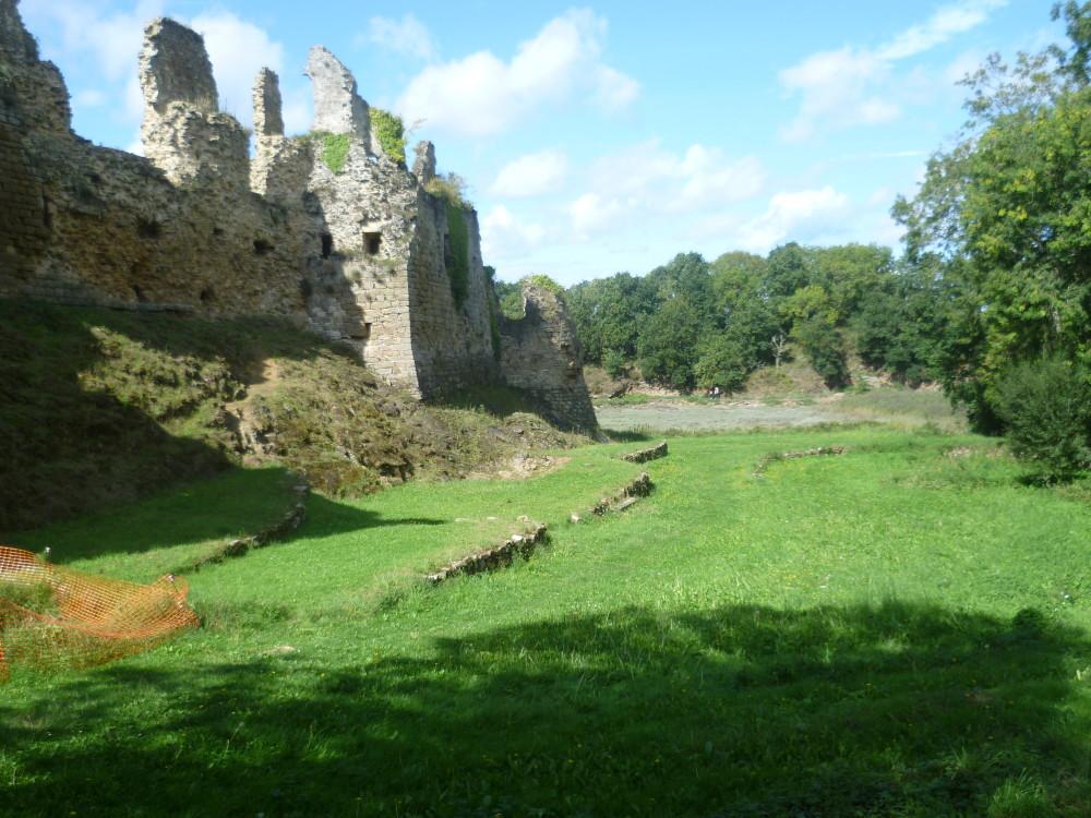 Guildo's Castle dog walk and ruins, France - Image 2