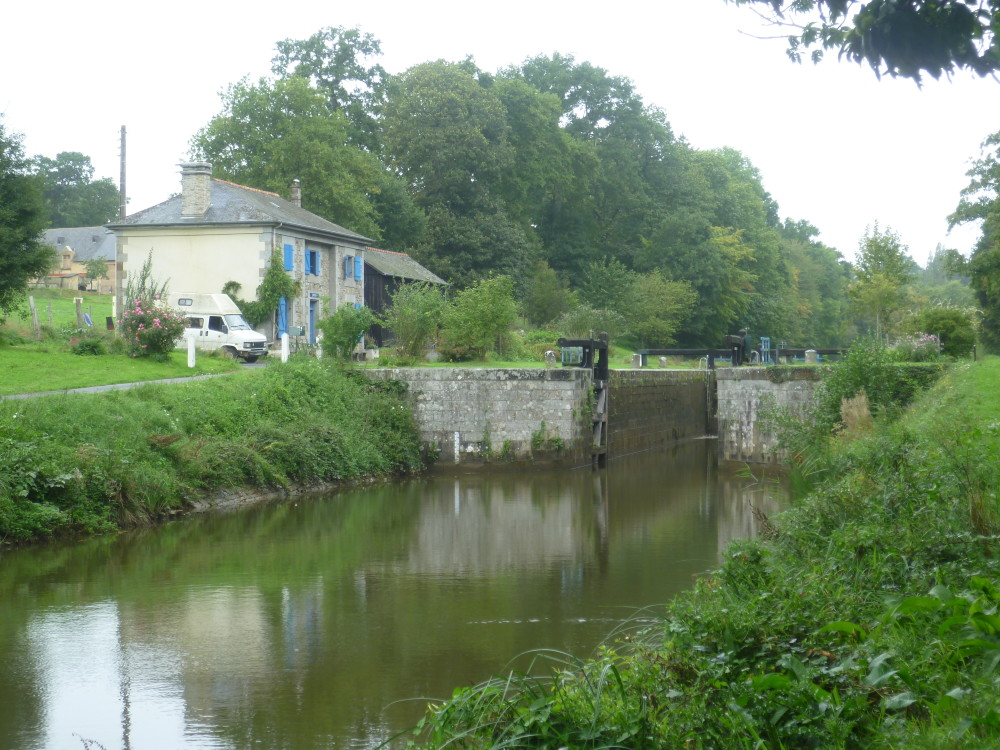 Canal d'Ille et Rance dog walk, France - Image 3