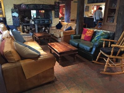 A470 dog-friendly dining pub with rooms near Brecon, Wales - Driving with Dogs