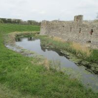 Dog-friendly Castle Ruins with a moat near Holt, Norfolk - IMG_5038.JPG