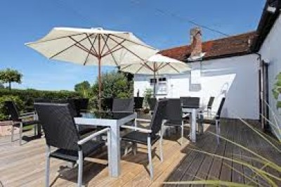 Foodie country inn with dog walk near Bedford, Bedfordshire - Driving with Dogs