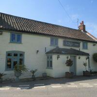 Hidden dog-friendly pub with garden and near the coast, Norfolk - Norfolk dog-friendly pub with garden