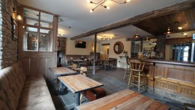 A40 dog walk and dog-friendly pub by the Brecon Beacons, Wales - Driving with Dogs