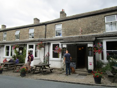 Dog walk and dog-friendly pub near Reeth, Yorkshire - Driving with Dogs
