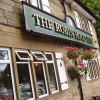 Baslow dog-friendly pub, Derbyshire - Dog walks in Derbyshire