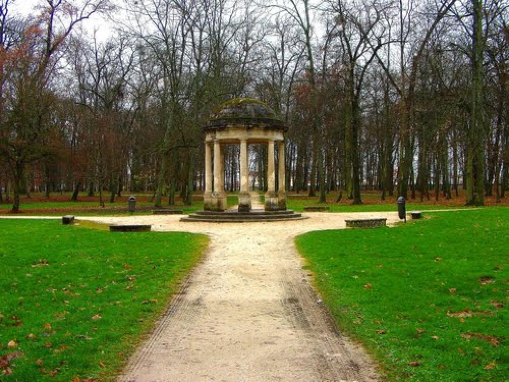 Parc de la Colombière dog walk, Dijon, France - Image 1