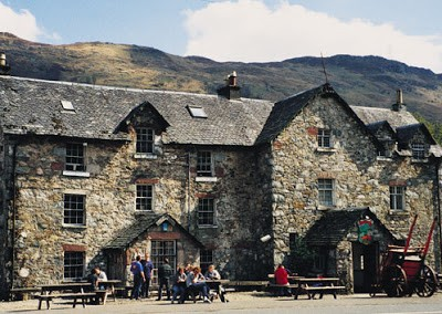 A82 dog-friendly pub and dog walk near Loch Lomond, Scotland - Driving with Dogs