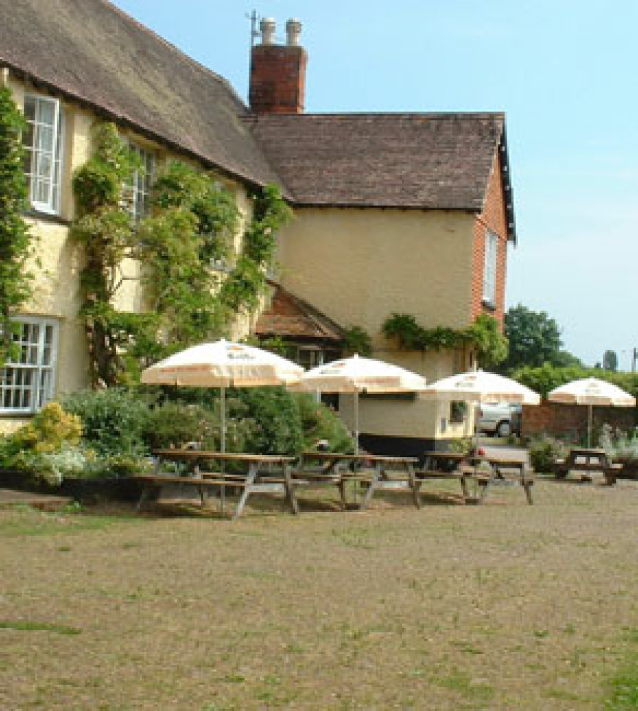 M5 Junction 29 Broadclyst dog-friendly pub and dog walk, Devon - Dog walks in Devon