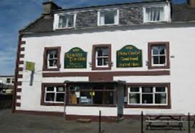 A91 dog-friendly pub and dog walk in Strathmiglo, Scotland - Driving with Dogs