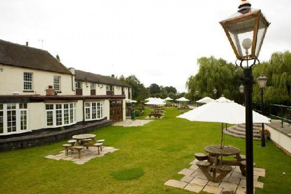 A38 dog-friendly hotel and dog walk, Staffordshire - Dog walks in Staffordshire