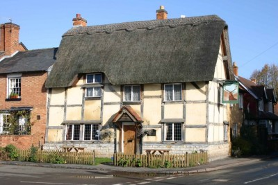 Wellesbourne dog-friendly pub, Warwickshire - Driving with Dogs