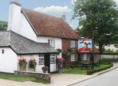 Aldbury dog-friendly pub, Hertfordshire - Driving with Dogs