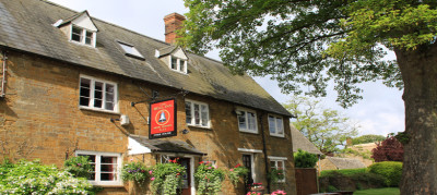 Cotswolds dog-friendly pub and dog walk, Oxfordshire - Driving with Dogs