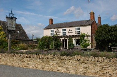 A3400 near Moreton dog-friendly pub, B&B and dog walk, Warwickshire - Driving with Dogs