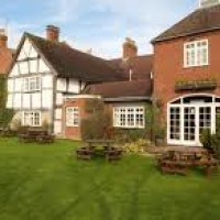 Dog-friendly pub, hotel and dog walk near Coughton Court, Warwickshire - Dog walks in Warwickshire