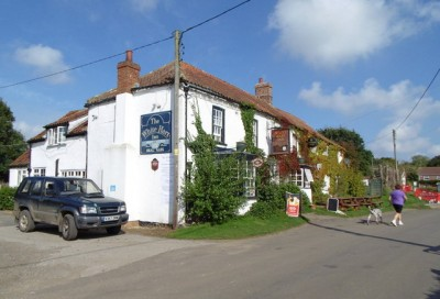 Tetford dog walk and dog-friendly pub, Lincolnshire - Driving with Dogs