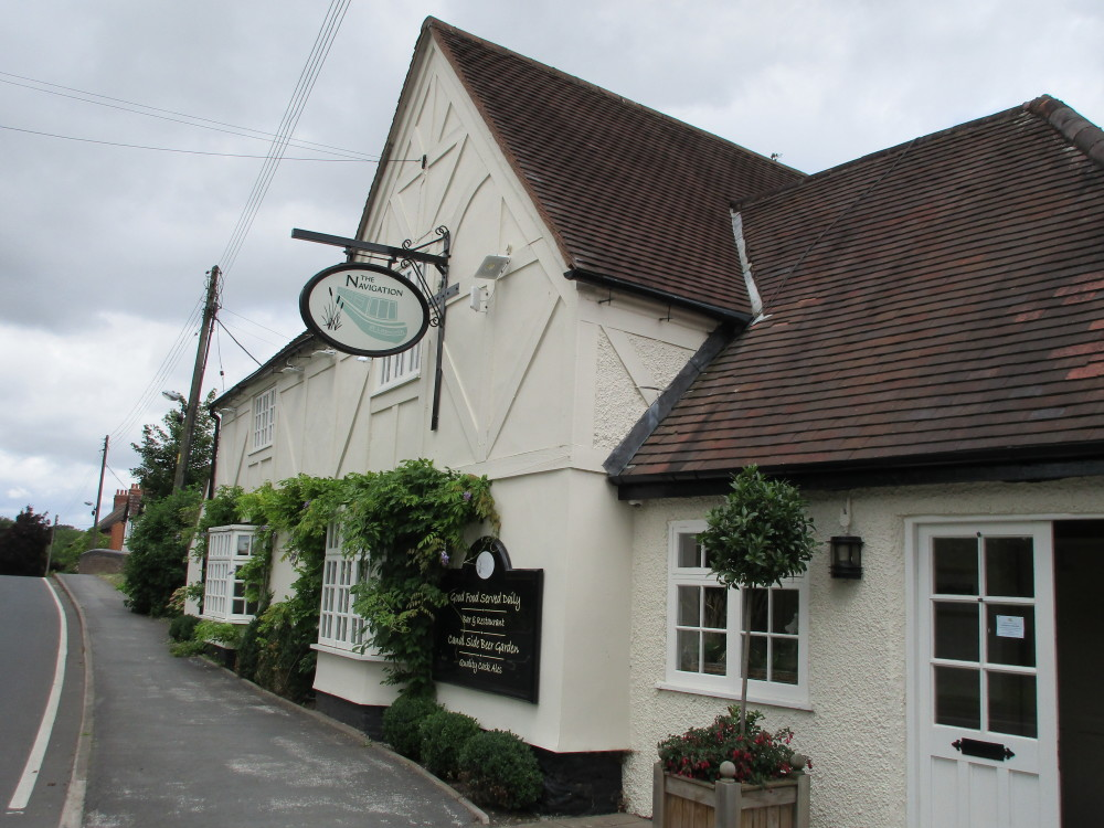 M42 Junction 4 dog-friendly pub and dog walk Lapworth, Warwickshire - Dog walks in Warwickshire
