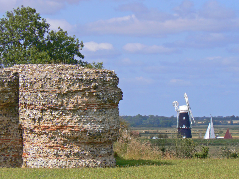 Castle ruins dog walk, Norfolk - Dog walks in Norfolk
