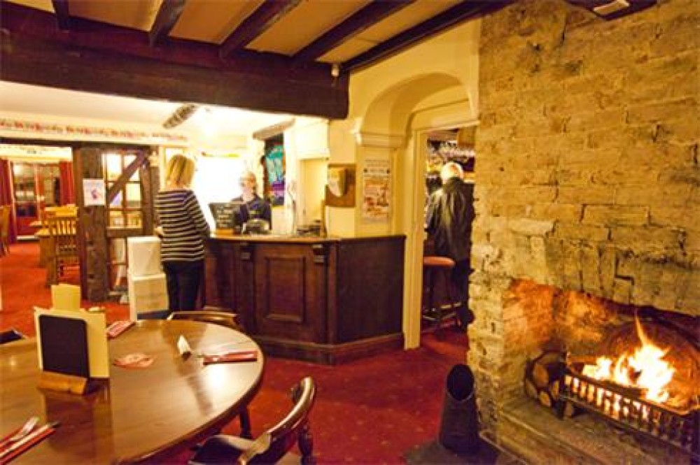 A38 dog walk and dog-friendly pub near Huntspill, Somerset - Dog walks in Somerset