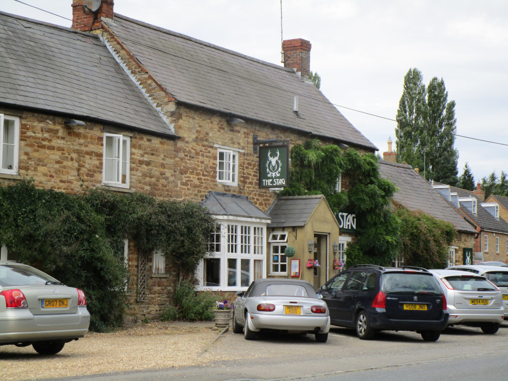 A14 dog-friendly pub and dog walk, Maidwell, Northamptonshire - Dog walks in Northamptonshire