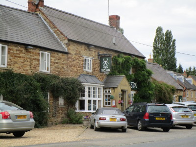 A14 dog-friendly pub and dog walk, Maidwell, Northamptonshire - Driving with Dogs