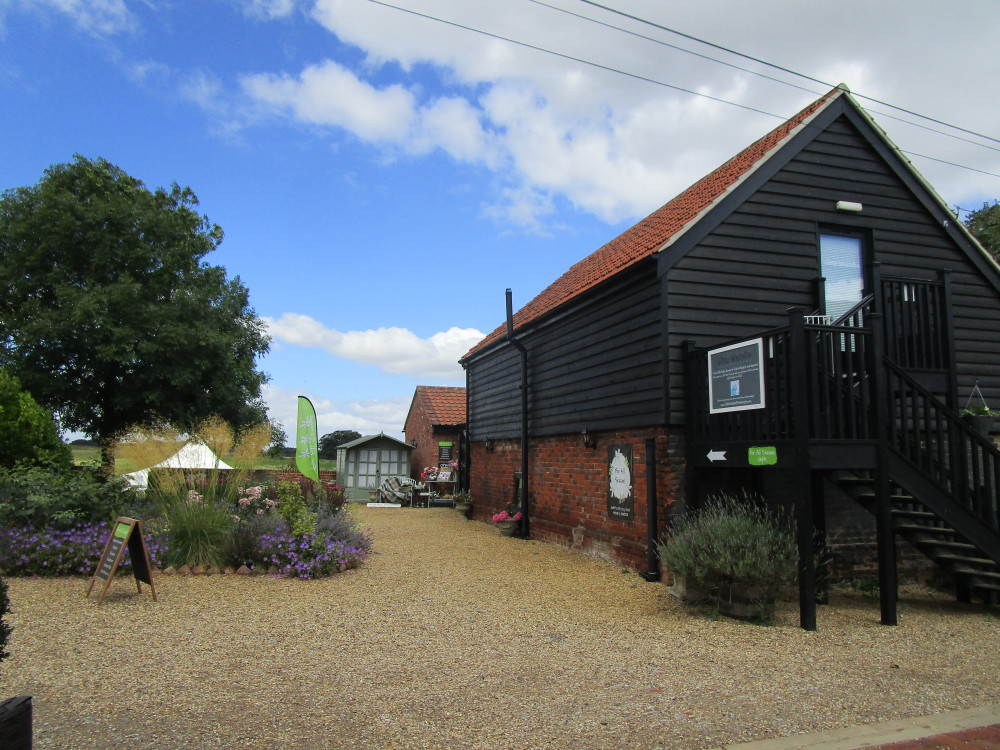 A14 Junction 56 doggiestop with lovely cafe, Suffolk - Dog walks in Suffolk
