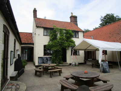 Geldeston dog-friendly pub and dog walk, Norfolk - Driving with Dogs