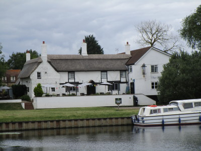 Waterside dog-friendly inn with B&B and dog walks, Cambridgeshire - Driving with Dogs