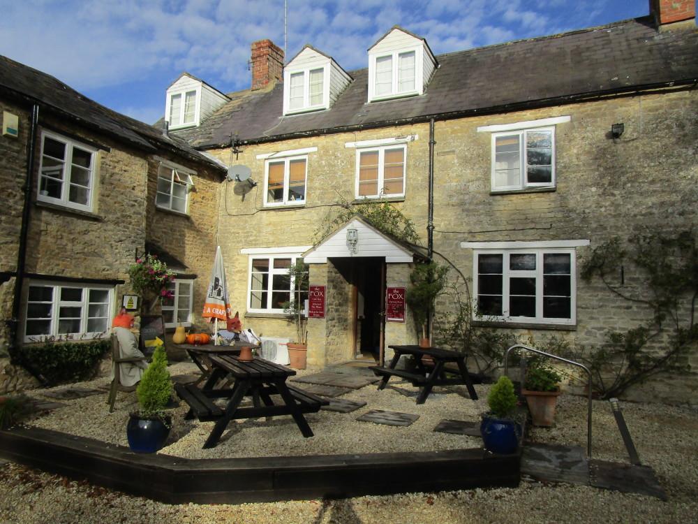 M40 Junction 10 dog-friendly pub and dog walk, Oxfordshire - Dog walks in Oxfordshire