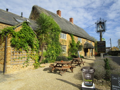 A4260 dog-friendly pub with dog walk, Oxfordshire - Driving with Dogs