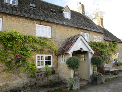 White Horse dog-friendly pub and dog walk, Oxfordshire - Driving with Dogs