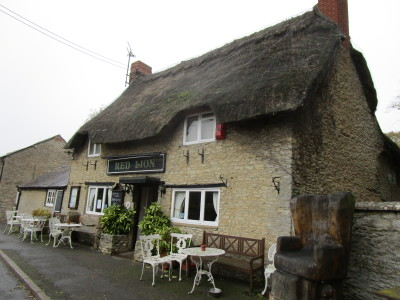 Bicester area dog-friendly pub with dog walk, Oxfordshire - Driving with Dogs