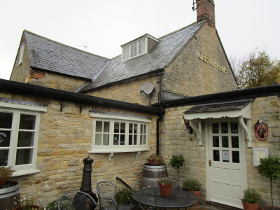 Hinton dog-friendly pub and dog walk, Northamptonshire - Driving with Dogs