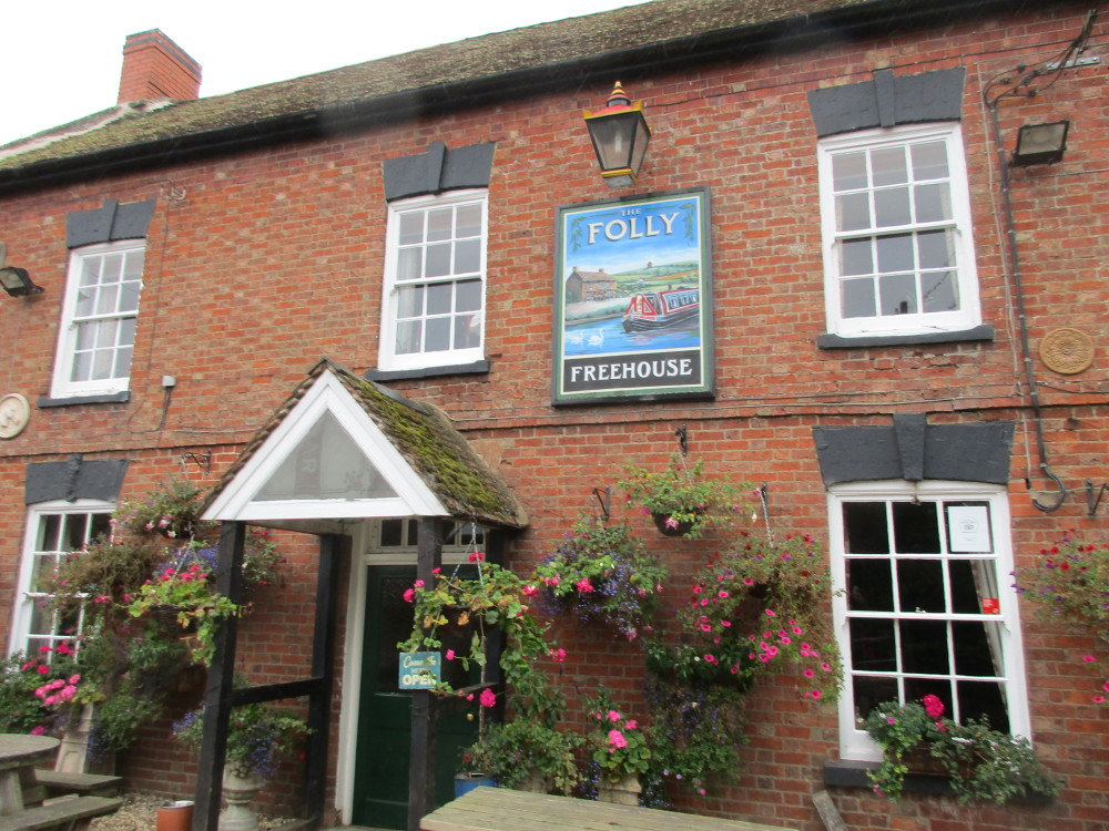 A425 dog-friendly pub and dog walk, Warwickshire - Napton dog walk in Warwickshire