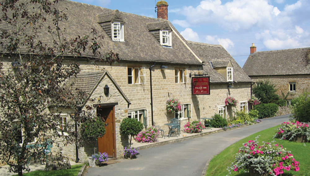 Upper Oddington dog-friendly pub and dog walk, Gloucestershire - Dog walks in Gloucestershire