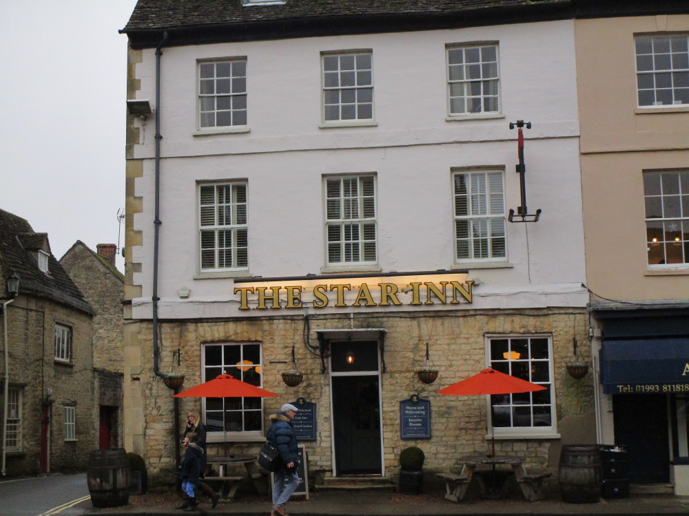 Woodstock dog-friendly pub and walk, Oxfordshire - Dog walks in Oxfordshire