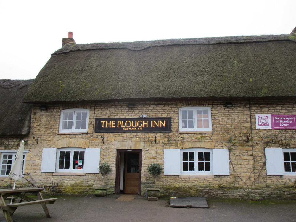 Charlbury area dog-friendly pub and dog walk, Oxfordshire - Dog walks in Oxfordshire
