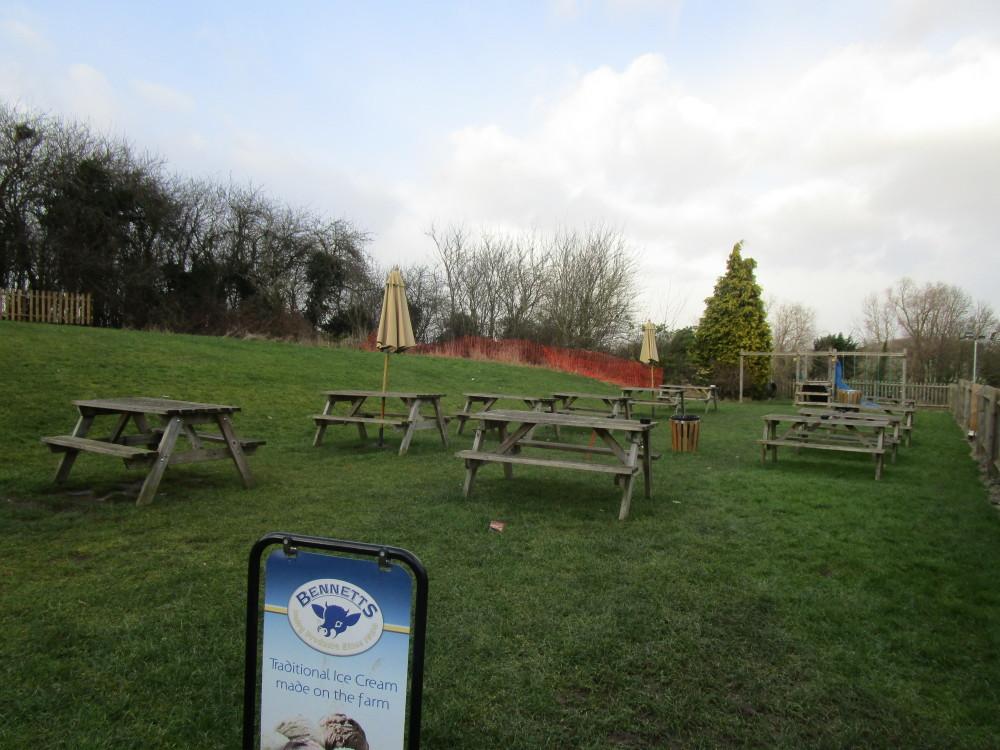 M40 Junction 13 dog-friendly pub, Warwickshire - Dog walks in Warwickshire