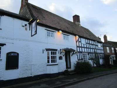 A423 dog-friendly pub and dog walk, Warwickshire - Driving with Dogs