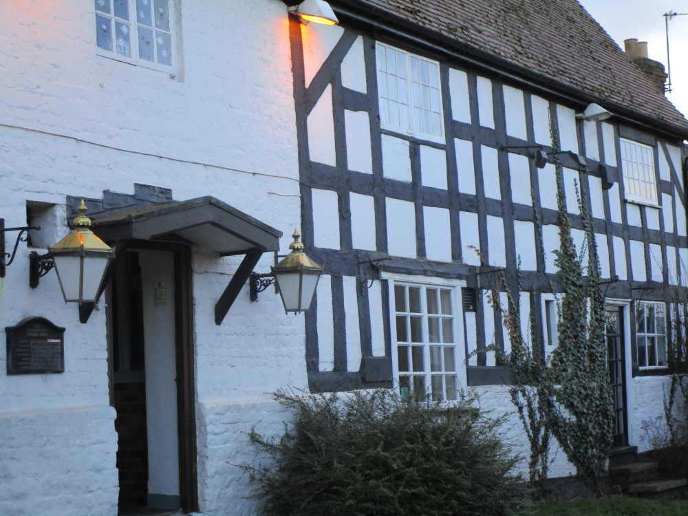 A423 dog-friendly pub and dog walk, Warwickshire - Dog walks in Warwickshire