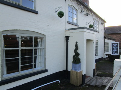 M42 J9 dog friendly pub and dog walk, Warwickshire - Driving with Dogs