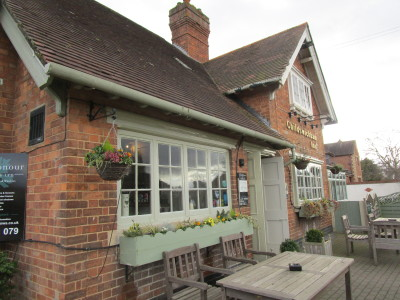 A44 near Broadway dog-friendly pub and dog walk, Worcestershire - Driving with Dogs
