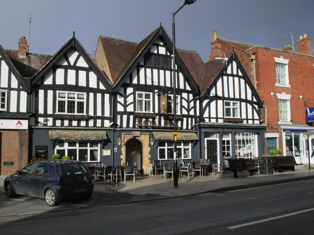 Evesham dog-friendly pub and dog walk, Worcestershire - Dog walks in Worcestershire