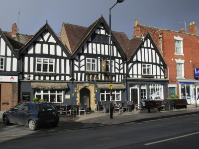 Evesham dog-friendly pub and dog walk, Worcestershire - Driving with Dogs