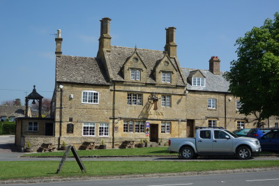 A44 Cotswolds dog-friendly pub and dog walk, Worcestershire - Driving with Dogs